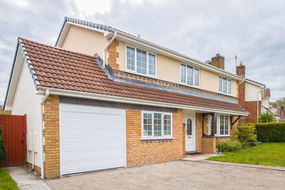 Garage extensions extend your home with a garage for Garage extension designs